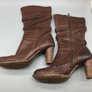 Ugg brown leather heeled round toe boots